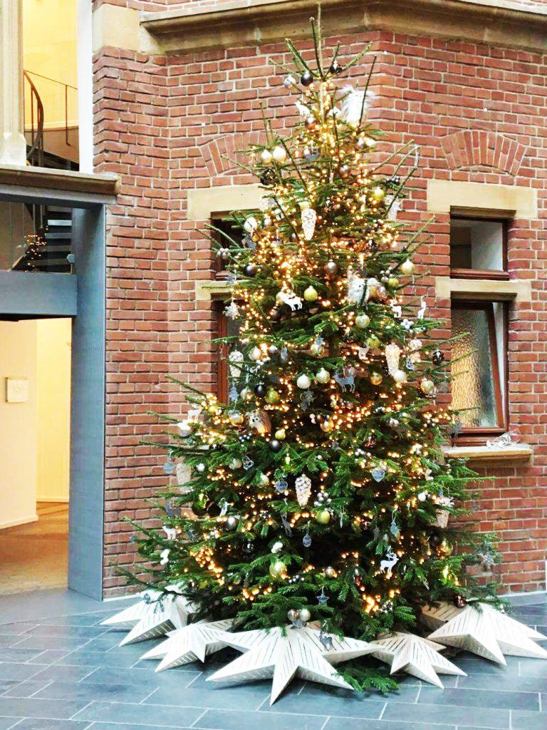 Voll geschmückter 4-Meter-Weihnachtsbaum